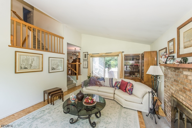 9 HERITAGE MANOR DR-10