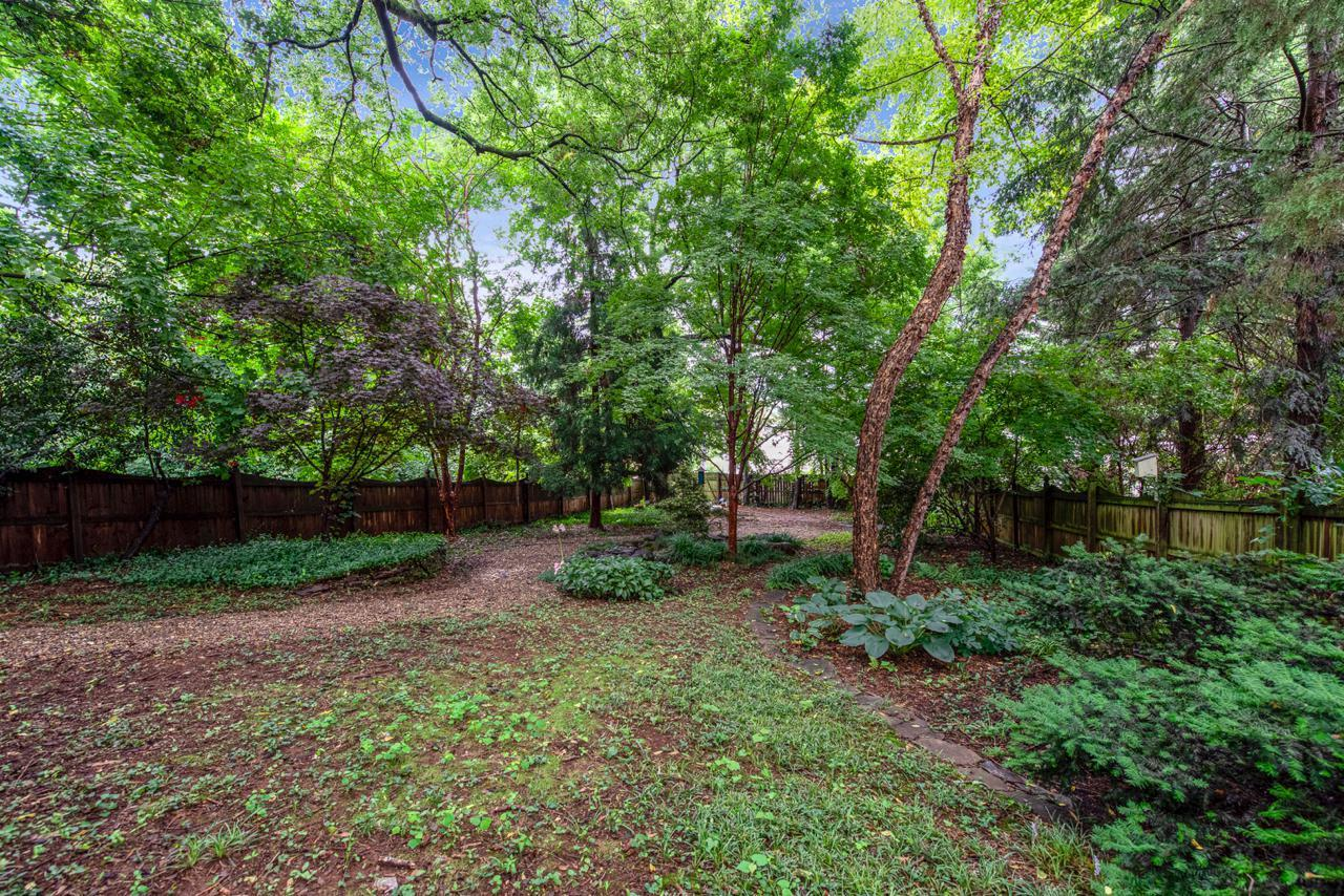 1404  Armstrong Ave-27
